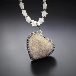 srebrny,naszyjnik,z sercem,z koralem fossil - Naszyjniki - Biżuteria