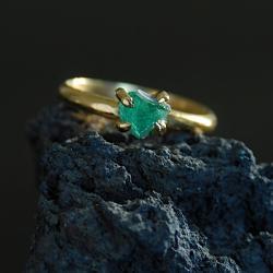 surowy szmaragd,surowy kamien,delikatny - Pierścionki - Biżuteria
