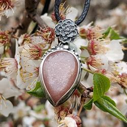 kwiaty,brzoskwiniowy,ciepły róż,wiosna,kwiatki - Wisiory - Biżuteria