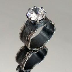 awangardowy pierścionek,oksydowany,cyrkonia,srebro - Pierścionki - Biżuteria