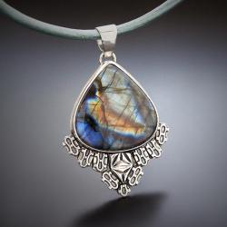 srebrny,wisior,na rzemieniu,z labradorytem - Naszyjniki - Biżuteria