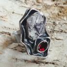 Pierścionki rubin,blask,bordowy,srebrny,surowy,retro,granat