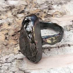 SUROWY pierścionek Z METEORYTEM ŻELAZNYM Campo - Pierścionki - Biżuteria