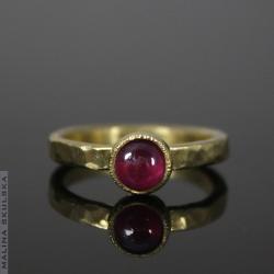 surowy,rubin,pozłacany,delikatny - Pierścionki - Biżuteria
