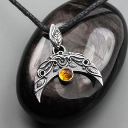 lunula,słowiański,księżyc,amulet,bursztyn - Wisiory - Biżuteria