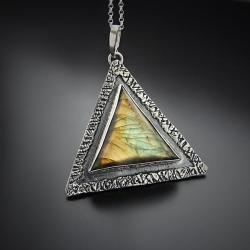 srebrny,wisior,z labradorytem,trójkątny wisior - Naszyjniki - Biżuteria