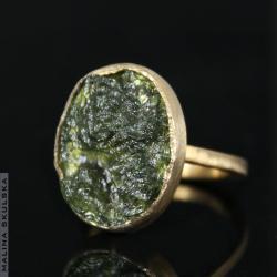 nowoczesny pierścionek z surowym mołdawitem - Pierścionki - Biżuteria