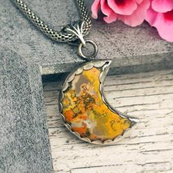 jaspis trzmieli,wisior,pomarańczowy,księżyc - Wisiory - Biżuteria